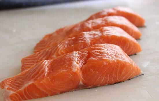 ปลาแซลมอน ลดสิว